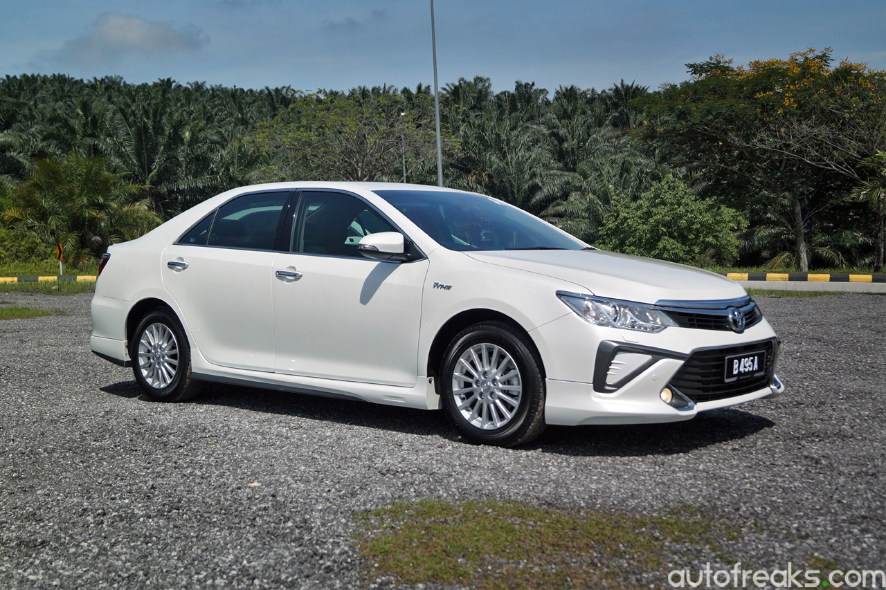 New Toyota Camry and Camry Hybrid launched in Malaysia ...