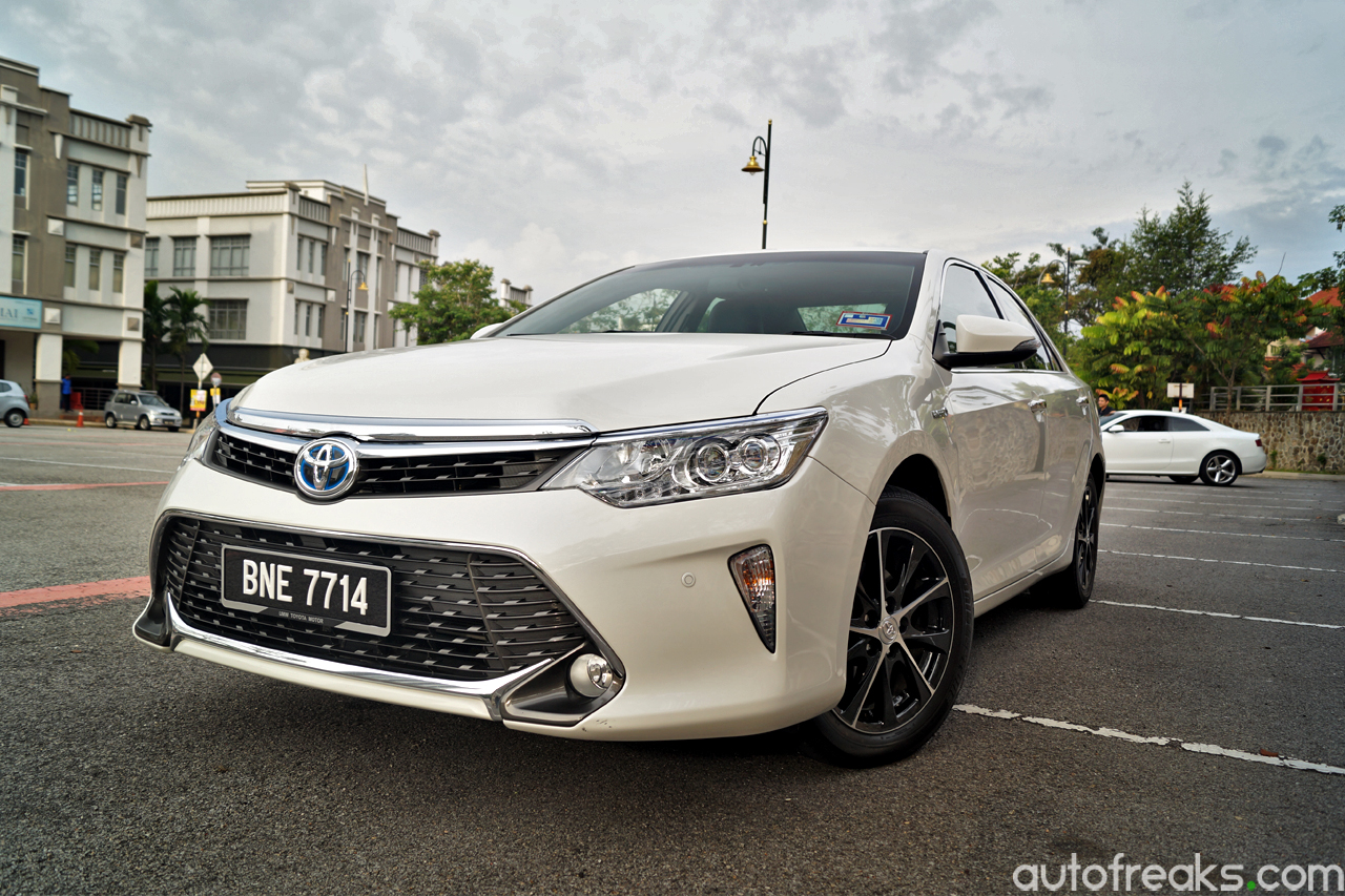 test drive review toyota camry 2 5 hybrid. Black Bedroom Furniture Sets. Home Design Ideas