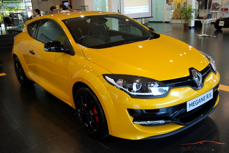 facelifted renault megane r s 265 cup launched in malaysia yours for rm234 888. Black Bedroom Furniture Sets. Home Design Ideas