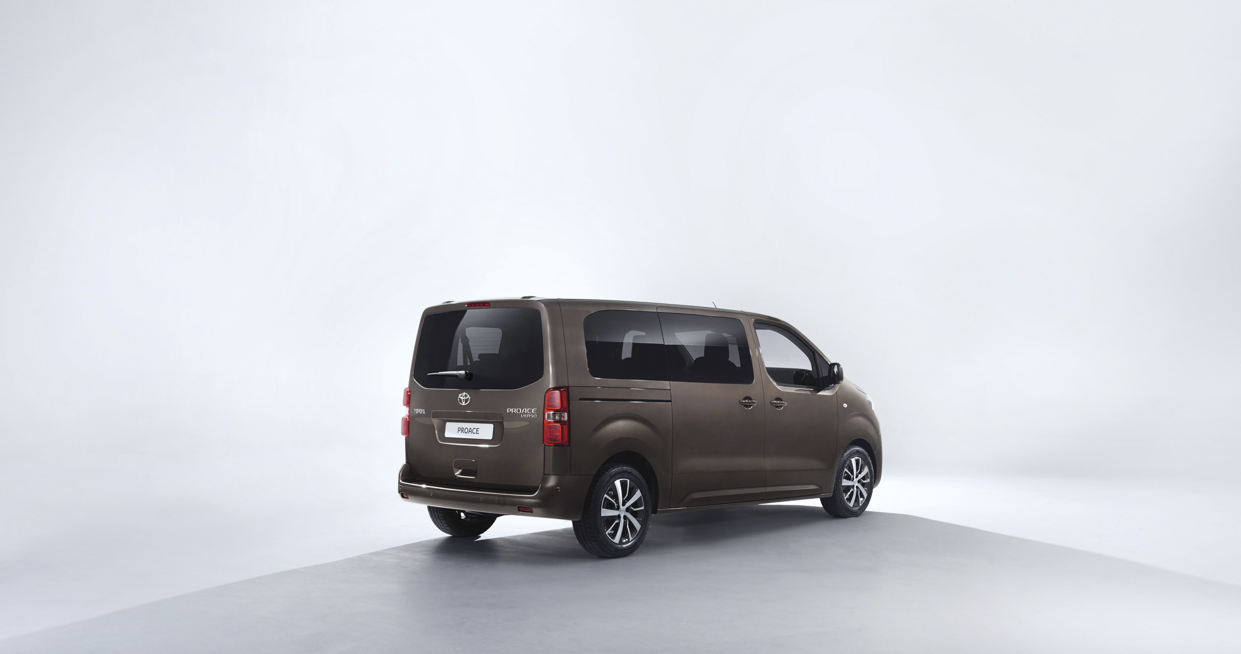 toyota debuts nine seater proace verso in geneva. Black Bedroom Furniture Sets. Home Design Ideas